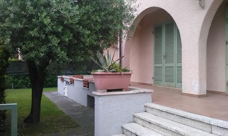 Marina di Pietrasanta Villa singola con giardino