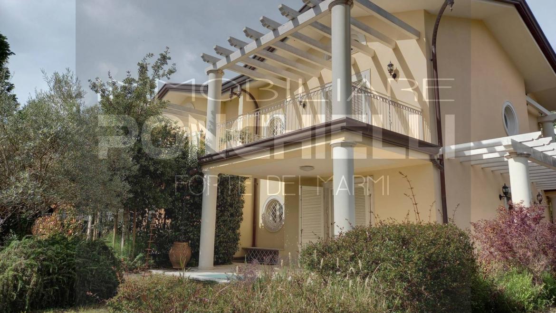 Forte dei Marmi Villa bifamiliare di nuova costruzione con giardino